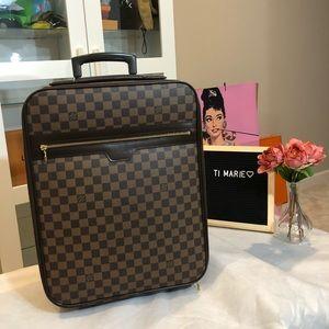 Louis Vuitton Pegase. 45 damier ebene